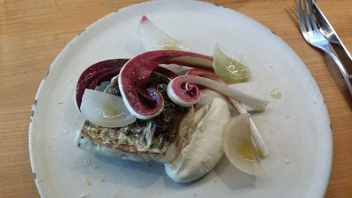Mulet, tarama de cabillaud, Trévise et oignons de Roscoff du restaurant Fulgurances