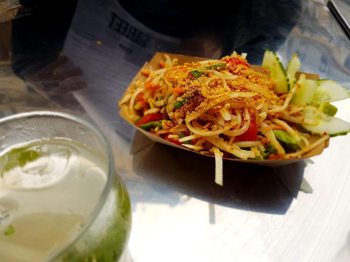 Papaye verte thaï super fraîche tomates cerises mimi, cacahuètes, jolies crevettes roses sèches Street Bangkok Restaurant Paris 2 rue Saint Denis