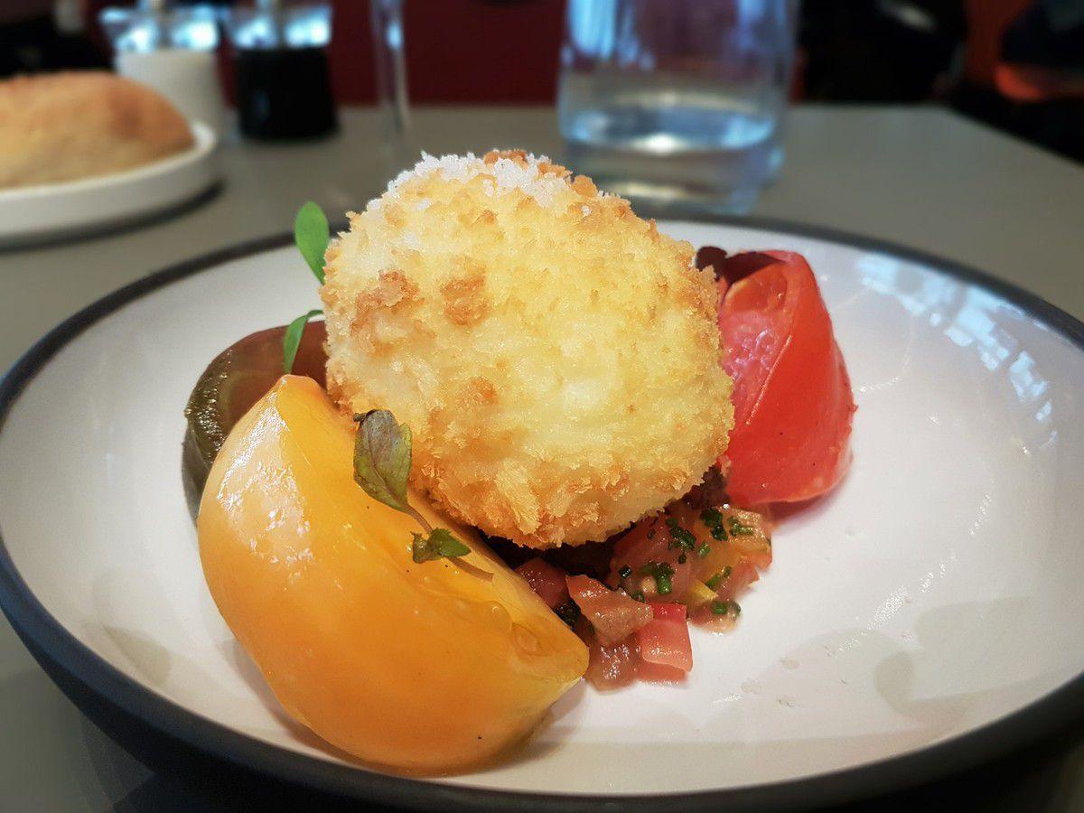 L'oeuf bio, mollet croustillant, tartare de tomates basilic L'Etoile du Nord Restaurant Paris 10
