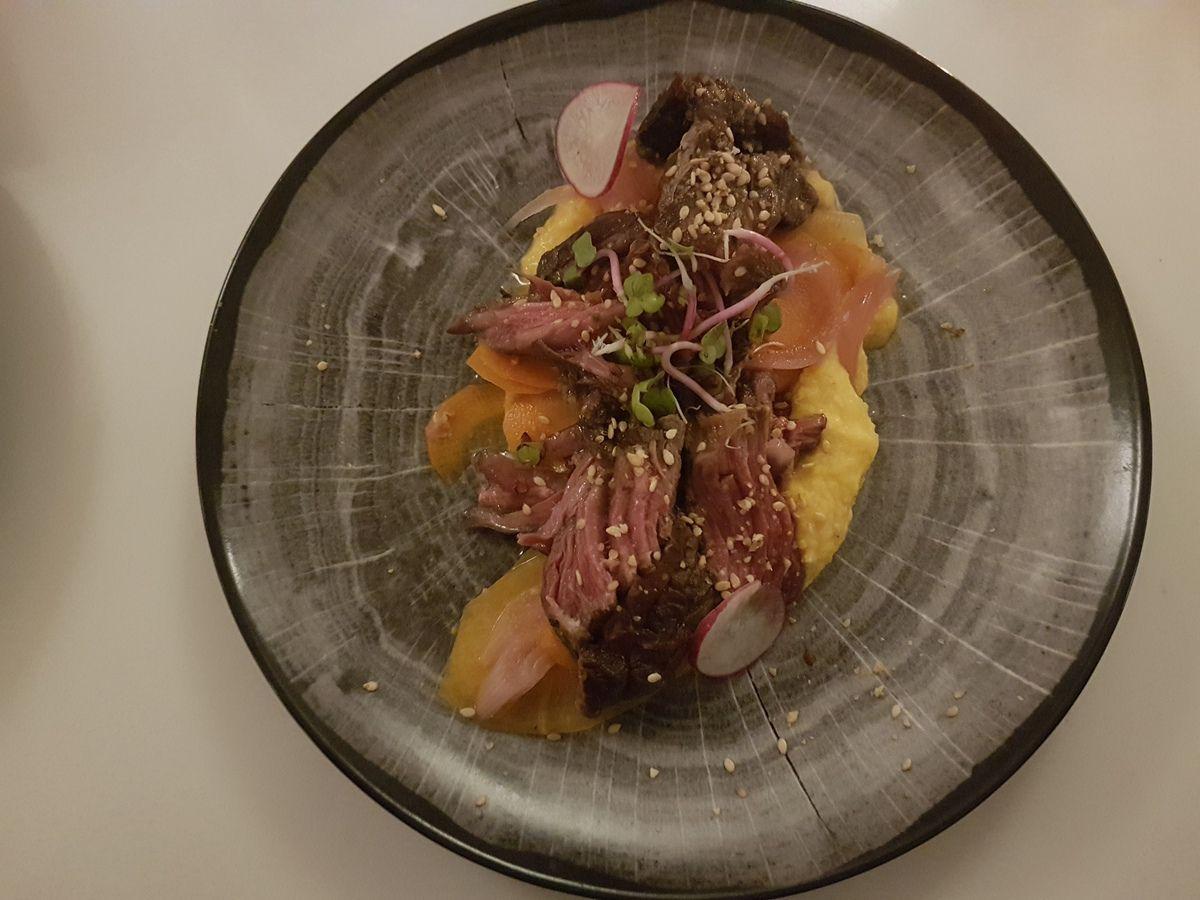 Tataki de boeuf purée de carottes à la citronnelle et gingembre, pickles de légumes Les Françaises Paris 17 Restaurant
