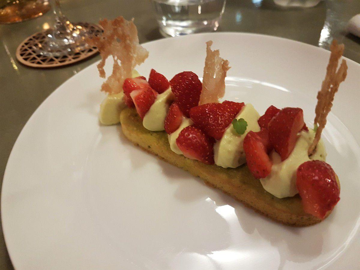 Fraisier tout pistache élémentaire. restaurant Paris 2