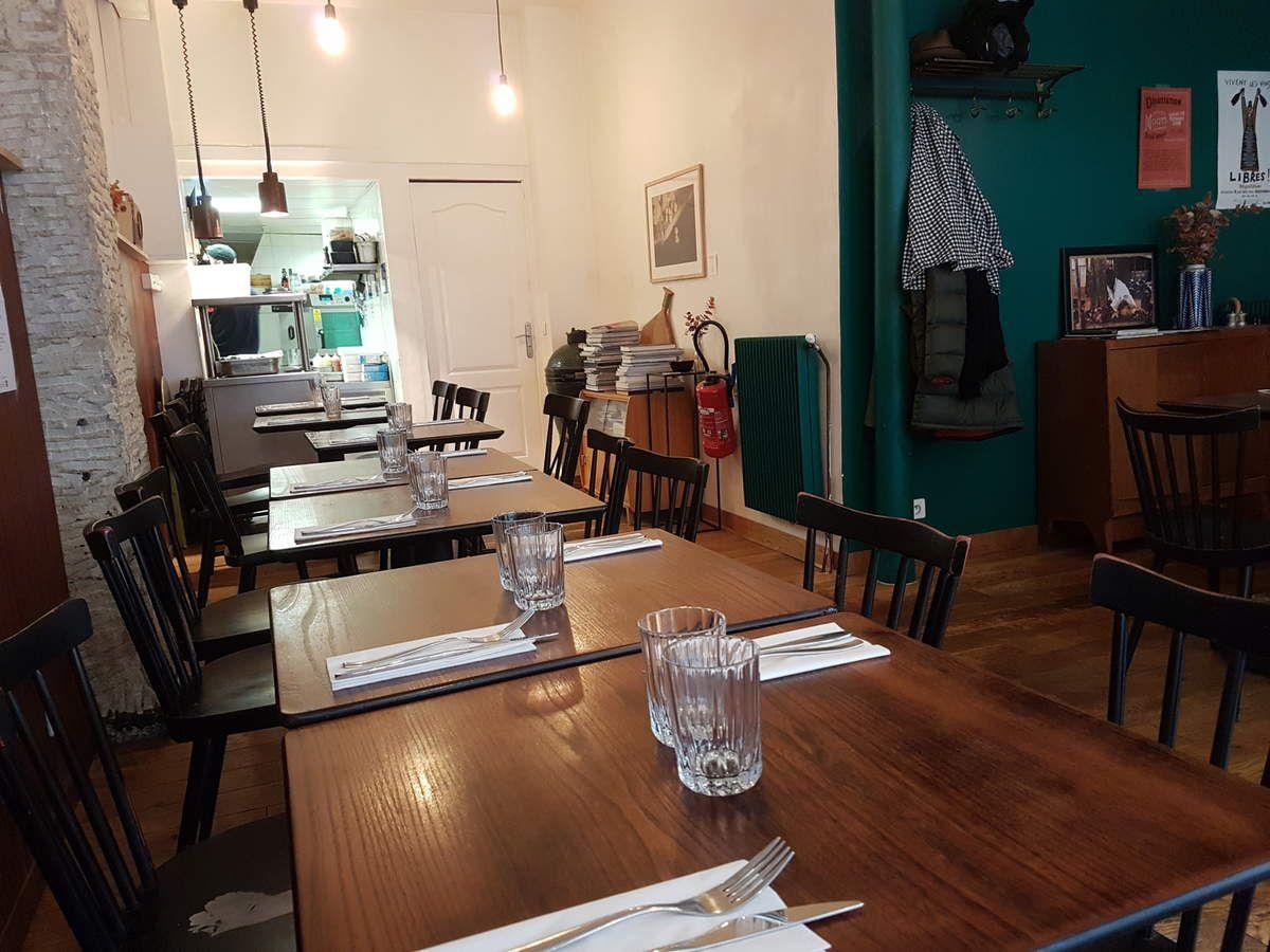 La Salle Montcalm restaurant Paris 18