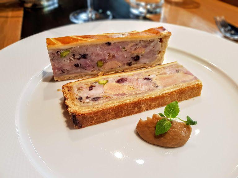 Pâté en croûte de caille, cochon foie gras et fruits secs Arnaud Nicolas Restaurant Paris 7
