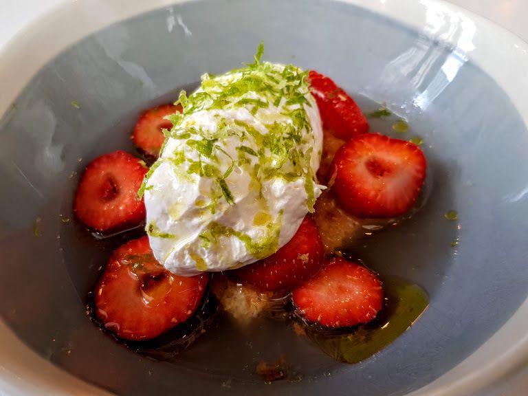 Cake à la semoule et huile d'olive, fraises, mascarpone et zestes de citron Restaurant Paris 13 Marso and Co