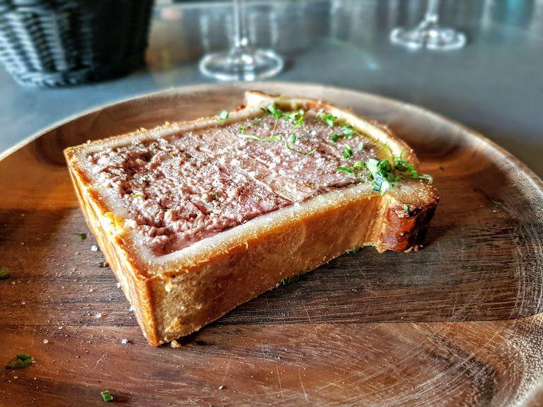 Pâté en croûte au foie gras Louis Vins Restaurant Paris 5