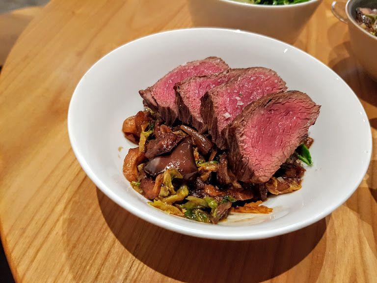 Boeuf angus Black, wok de légumes Café Laïtcha restaurant Paris 1