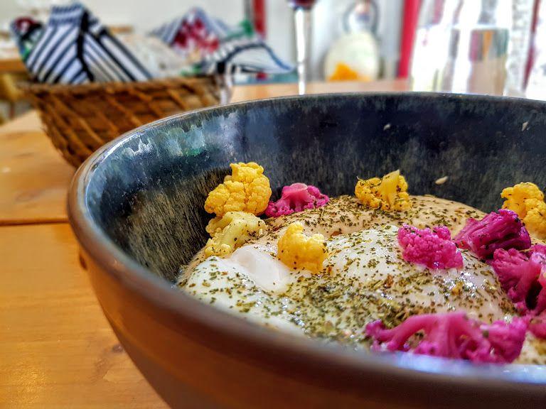 Oeuf parfait, crème de chou-fleur, pickles de chou-fleur et poudre de chou vert Le Layon Restaurant Paris 14