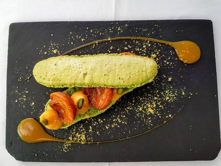Macaron pistache abricot façon éclair Villa 93 restaurant Montreuil