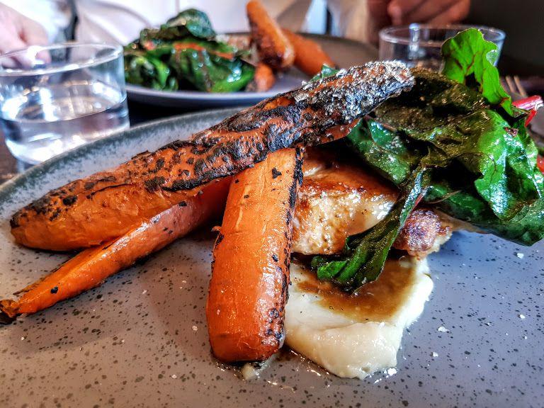 Echine de porc, blettes, carottes et ail confit Sausalito restaurant Paris 9
