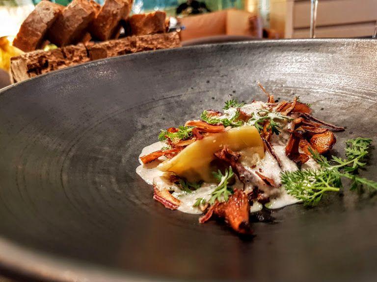 Tortelloni, girolles, mousse des bois Contraste restaurant Paris 8