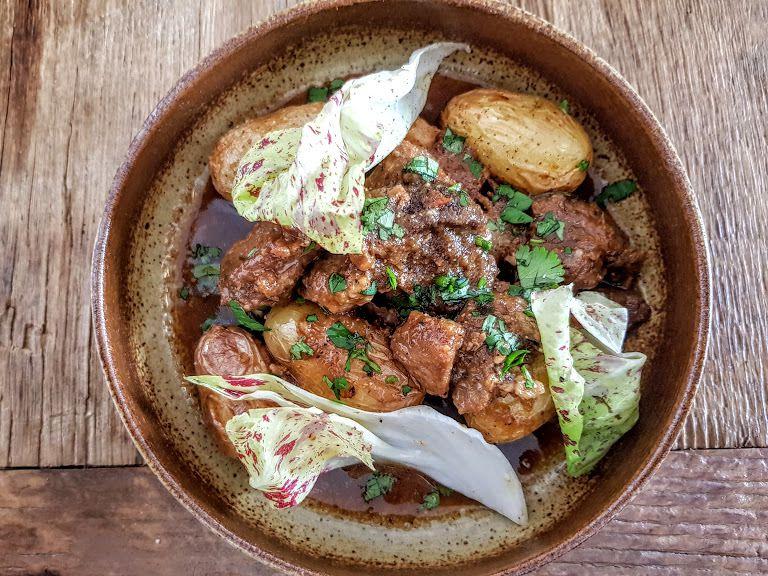 Mijoté de cochon noir, pommes grenaille, coriandre Candide restaurant Paris 10