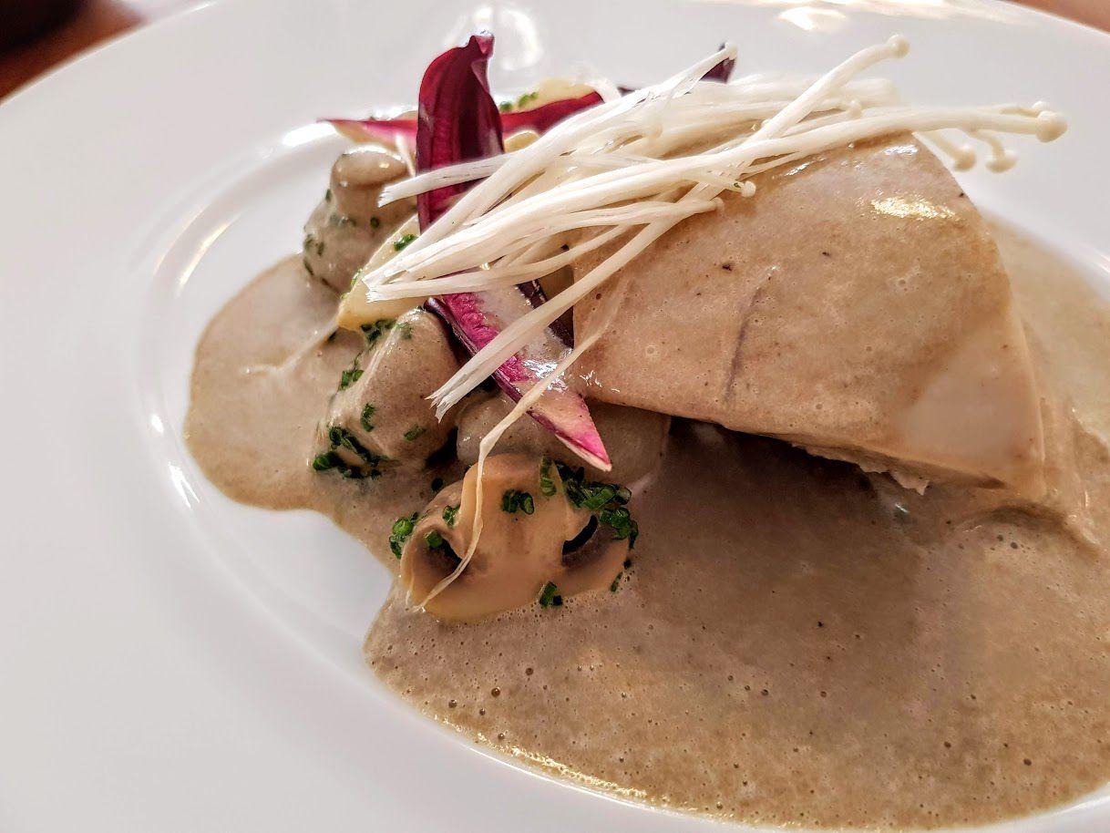 Poularde du Perche façon blanquette, enoki Chantoiseau restaurant Paris 18