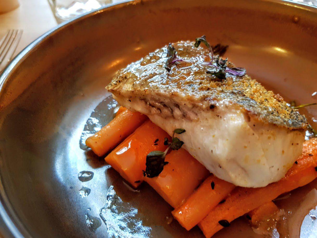 Merlu rôti, poutargue, carottes fanes au cumin Jtépadi restaurant Paris 2