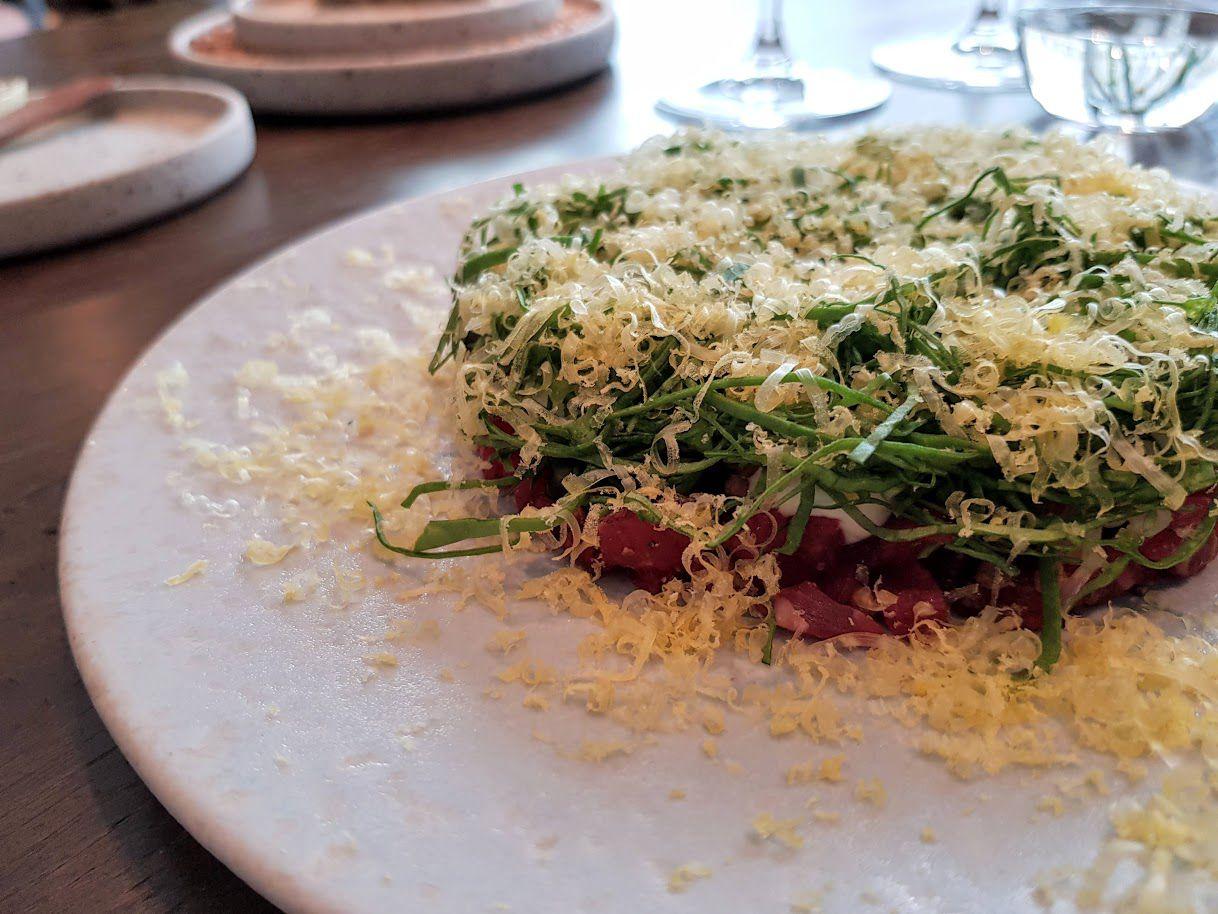 Tartare de boeuf, oseille, rhubarbe Copenhague restaurant Paris 8