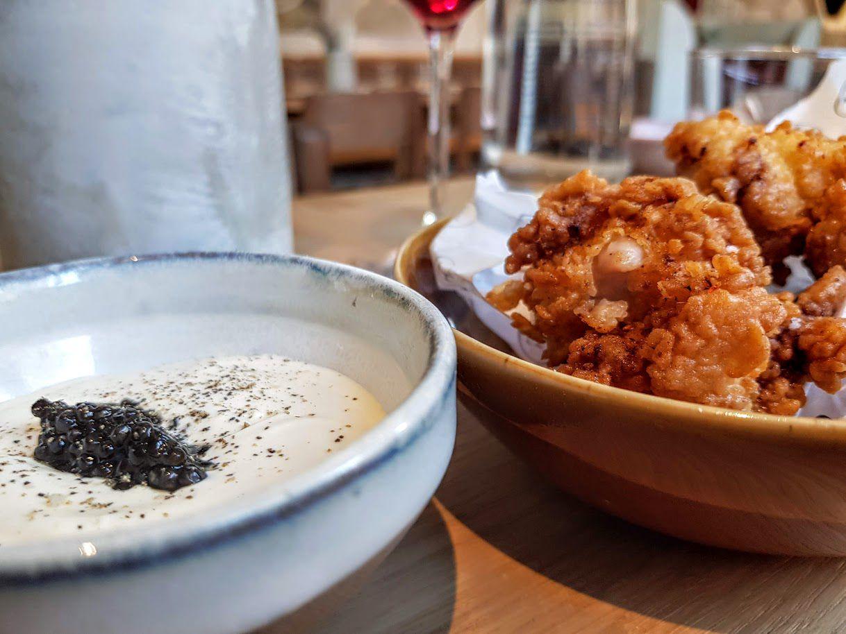 Nuggets de ris de veau, crème crue et caviar Frenchie Pigalle restaurant Paris 9