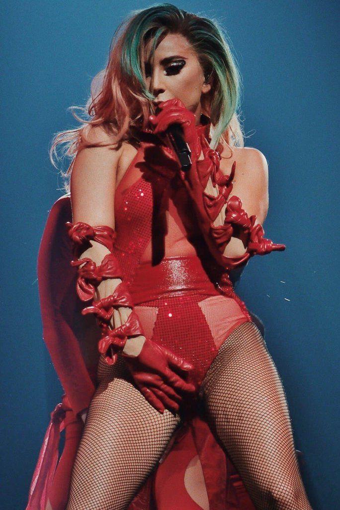 Lady Gaga: je chante en rond, ça me fait du bien d'être seule⚘