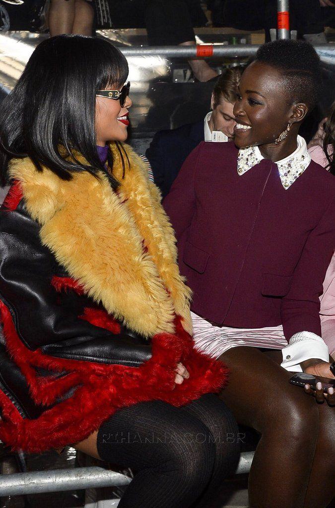 Rihanna et Lupita Nyongo à une cérémonie⚘⚘⚘