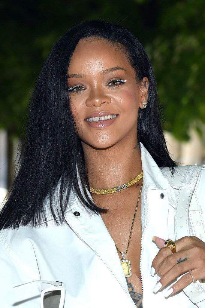 Rihanna au défilé de Louis Vuitton à Paris aujourd'hui à la Fashion Week-end : voici les photos !!