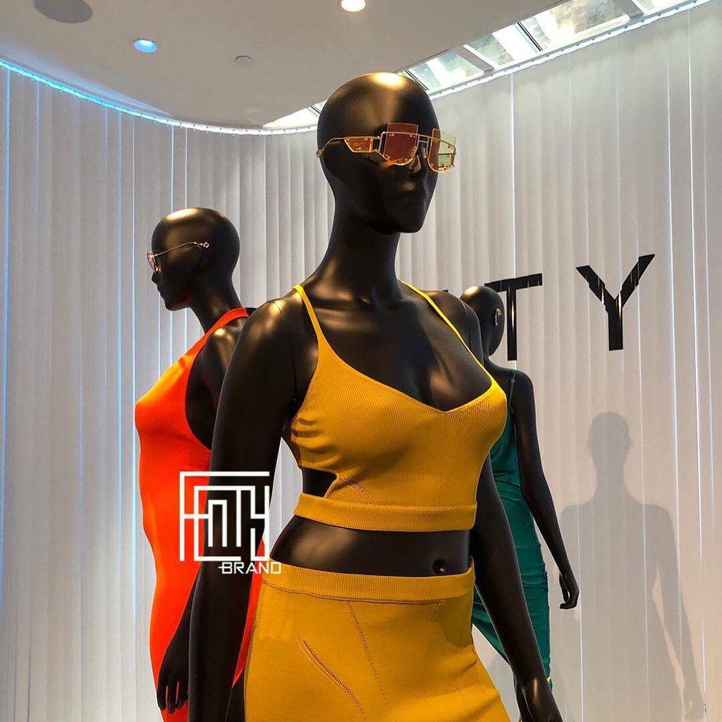 Découvrez plus de 100 photos de la nouvelle collection FentyBrand by Rihanna , vêtements,  chaussures,  accessoires...💕