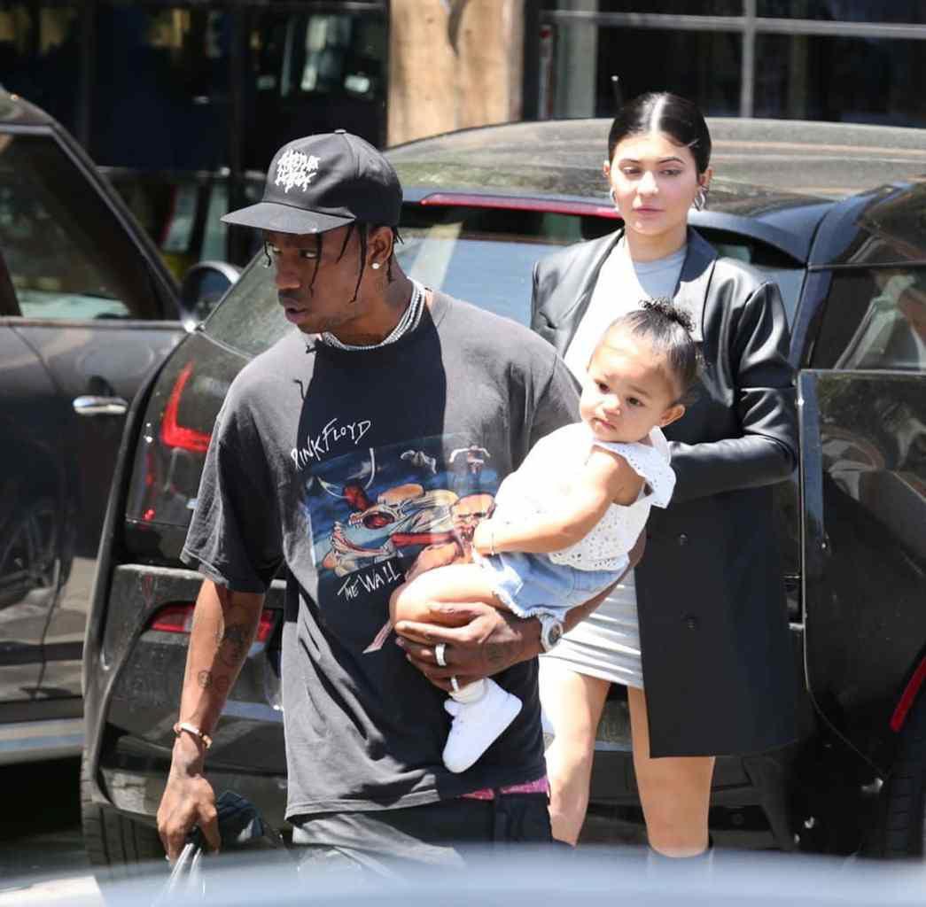 Kylie jenner et Travis ensemble pour fêter Halloween avec leur fille 🎃🥰💞