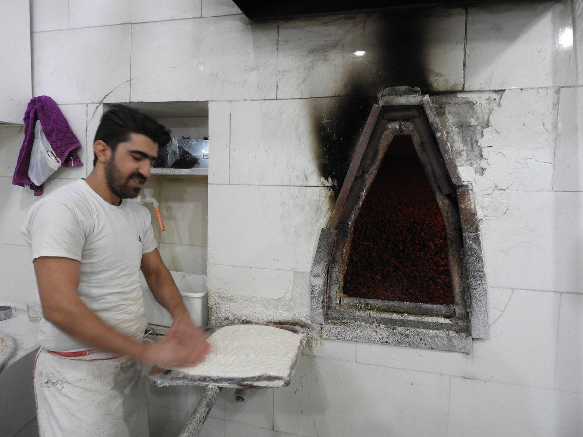 Le pain iranien est vraiment  délicieux...