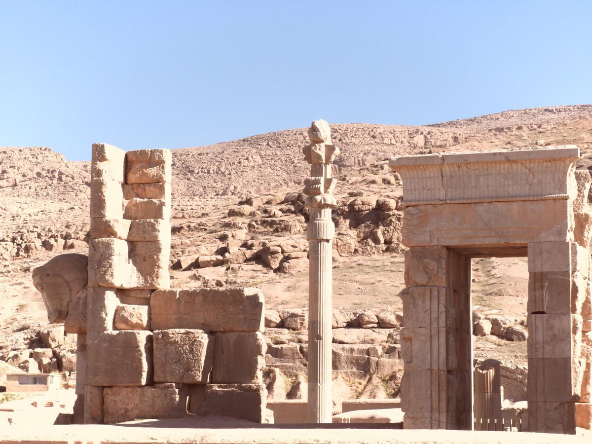 Persépolis, Vive levant et Chiraz