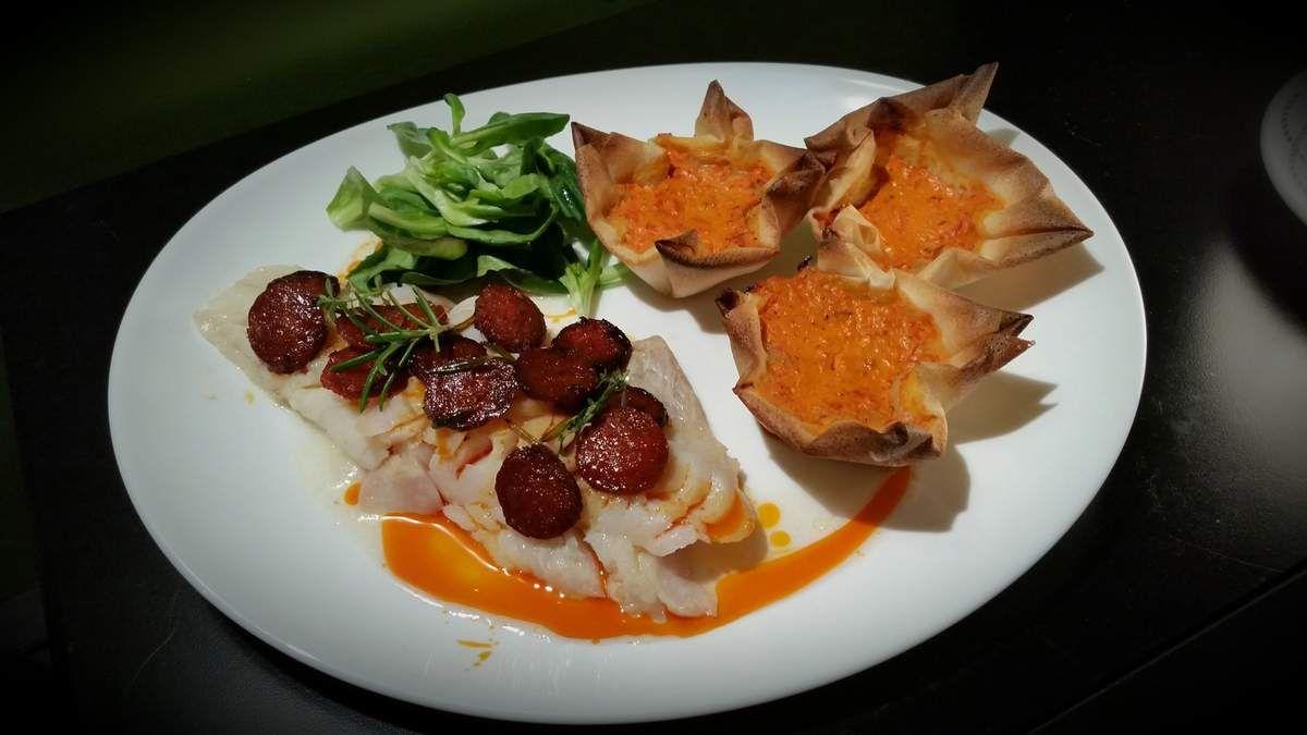 Filet de cabillaud au chorizo Mousse de poivrons en coques croustillantes