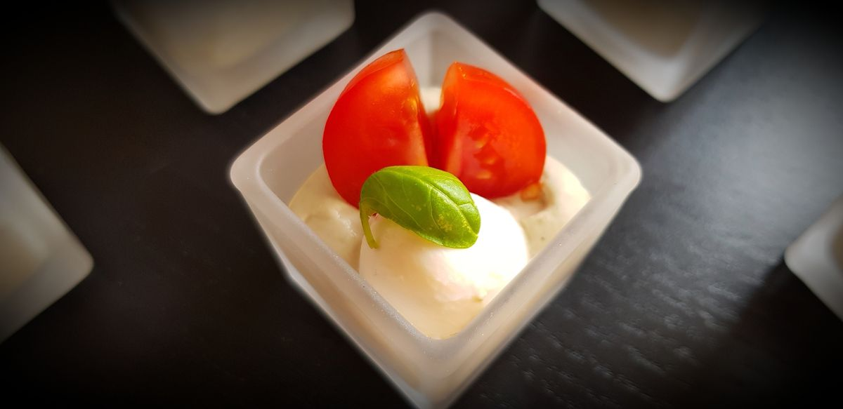 Verrine mascarpone basilic, tomate cerise et mozzarella