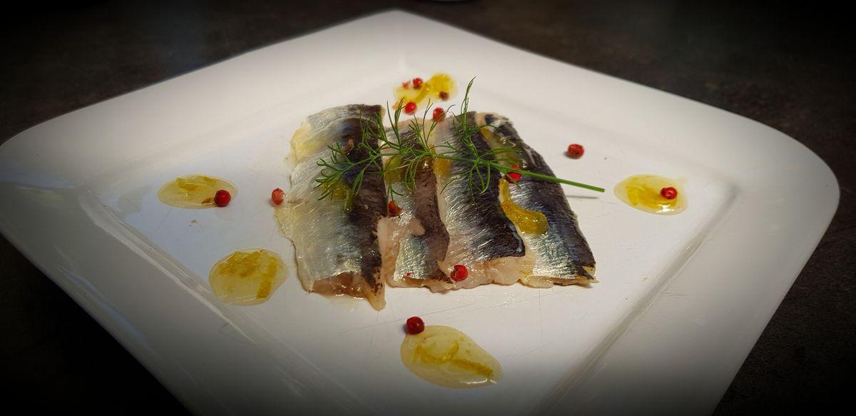 Sardines crues en filets, marinés aux citrons confits