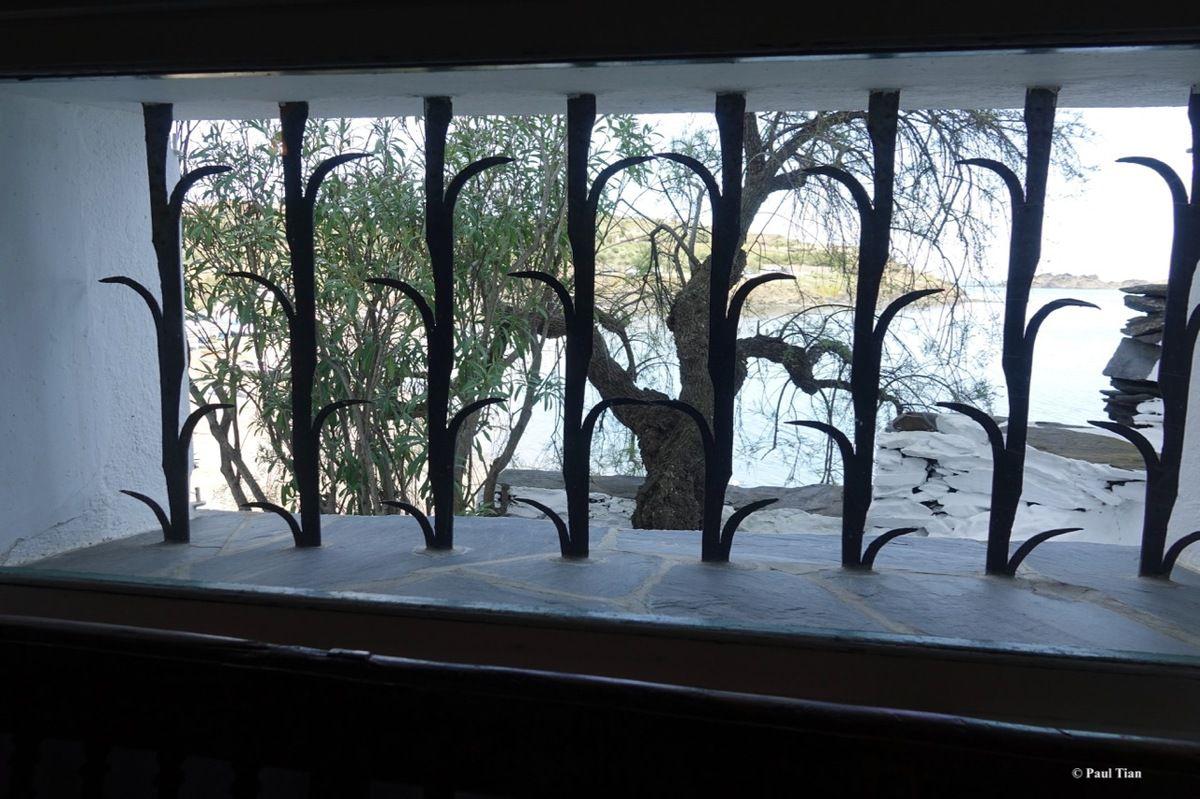 Villa-musée de Salvador Dali à Portlligat : C'est une maison blanche accrochée à la colline... (1)