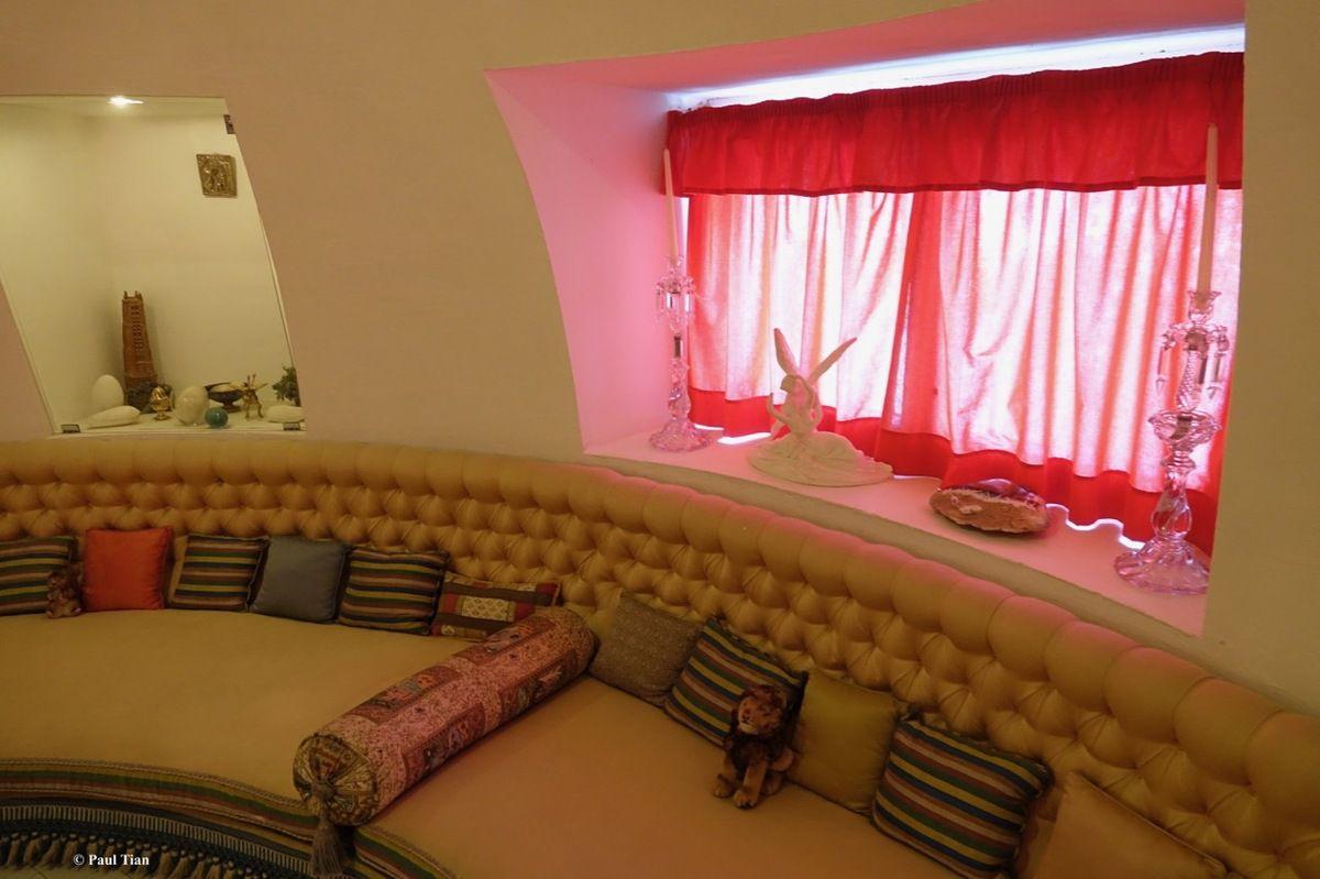 Villa-musée de Salvador Dali à Portlligat : C'est une maison blanche accrochée à la colline... (2)