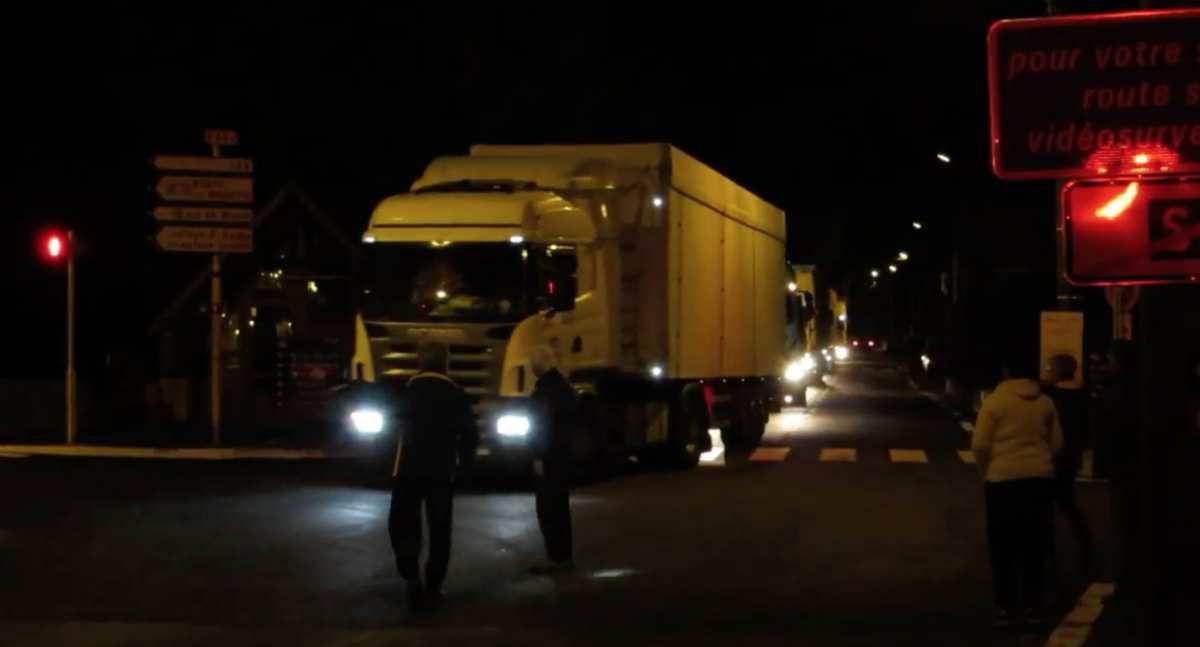 Vidéo. Le tunnel ouvert, les camions passent... par le centre de Saint-Béat