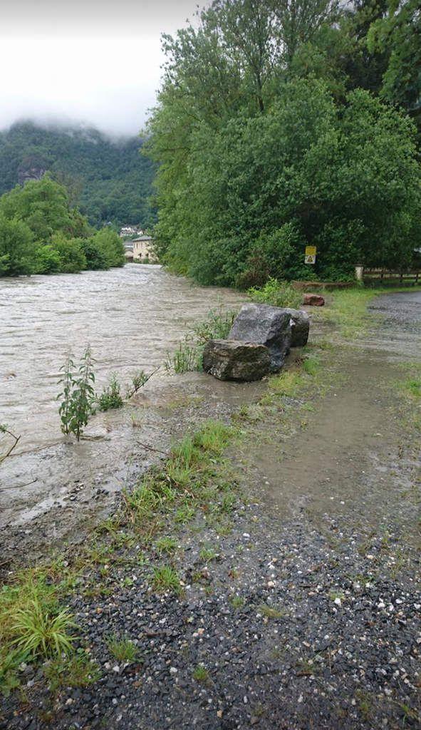 Cierp-Gaud : devant la montée des eaux de La Pique, l'école, le camping et le quartier de Gourg évacués
