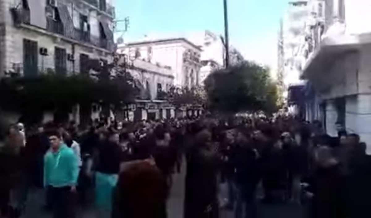 """""""L'Algérie se soulève"""" contre le 5ème mandat de Bouteflika,"""