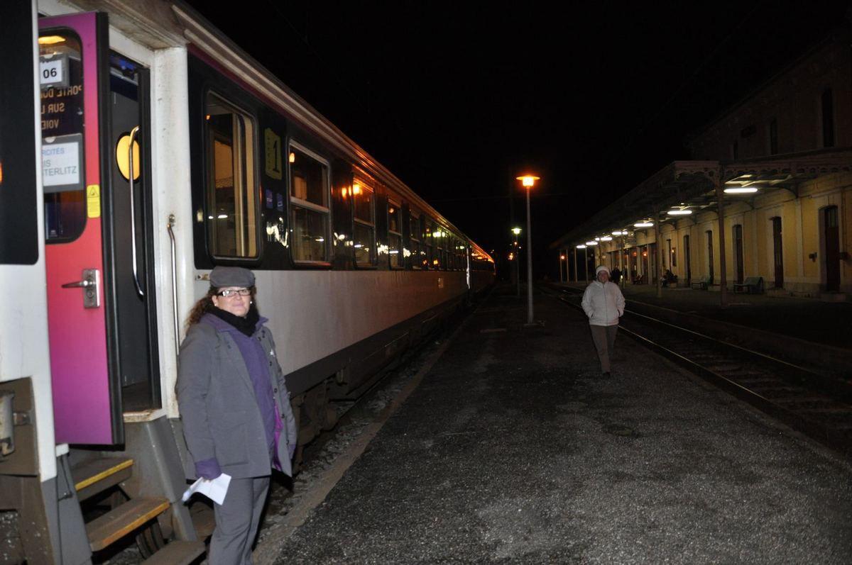 Dernier train de nuit au départ de Luchon en novembre 2014 avant la suspension de la ligne SNCF (Photo © Paul Tian)