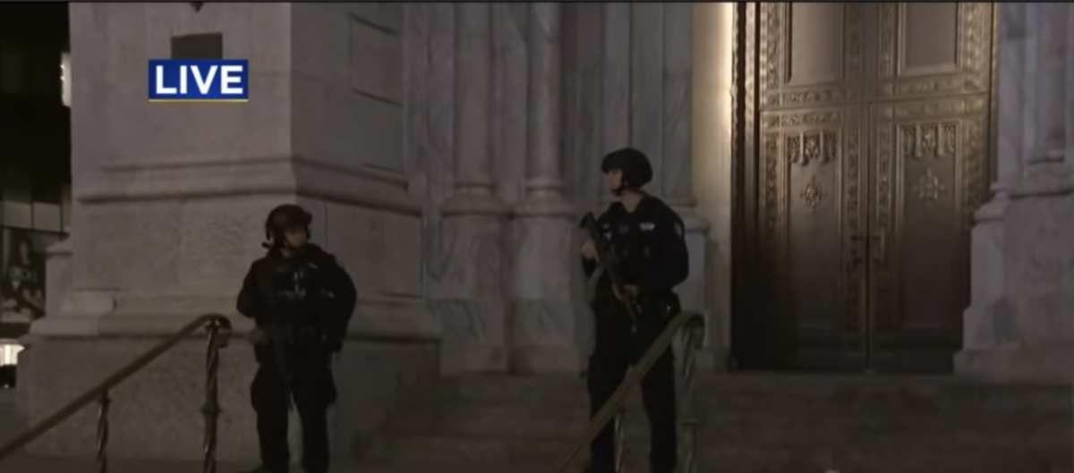 New York : avec deux bidons d'essence et des briquets il tente d'entrer dans la cathédrale Saint-Patrick