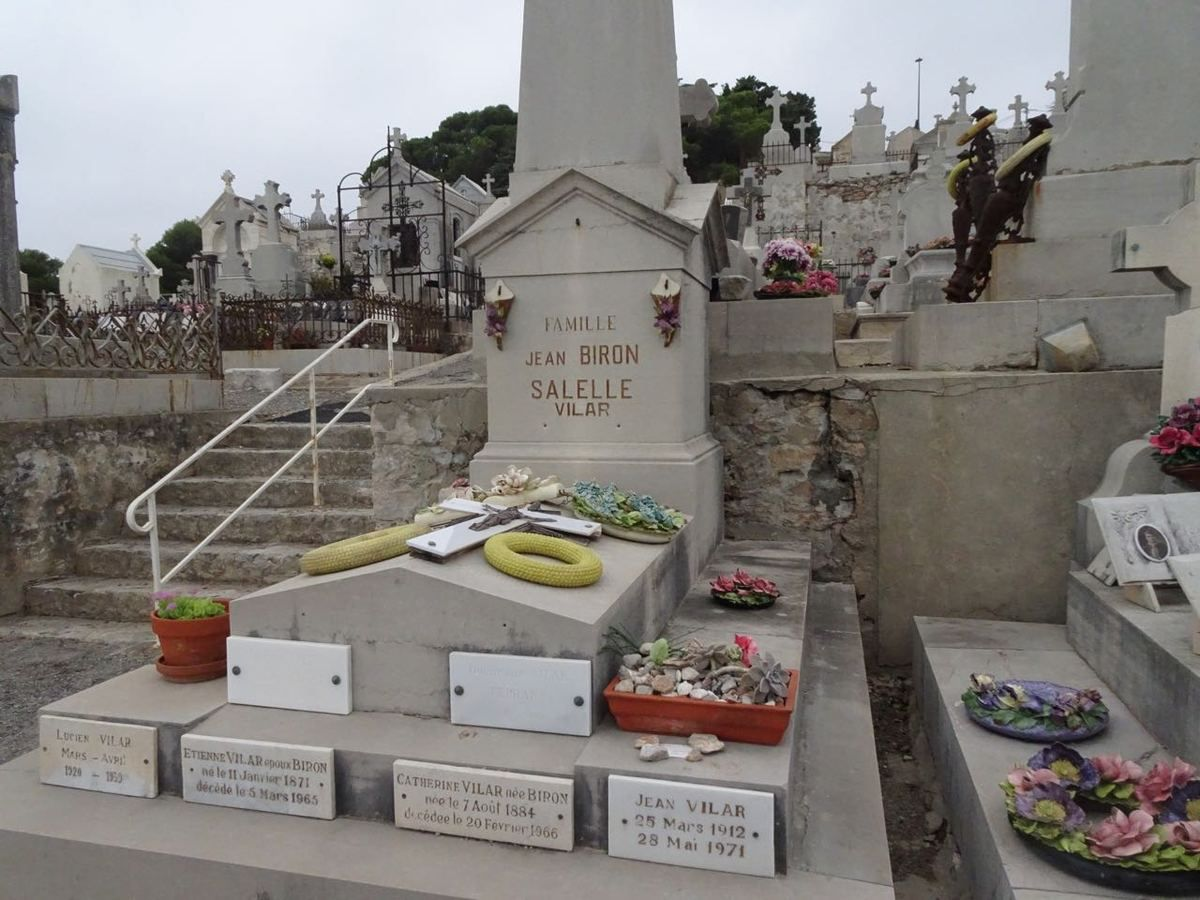 La tombe de l'acteur et metteur en scène Jean Vilar (Photo © Paul Tian)
