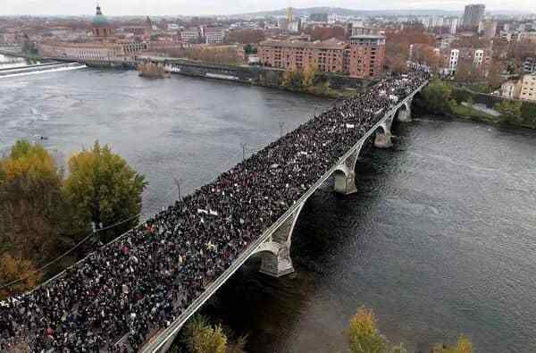 Impressionnante manif à Toulouse (Photo : Facebook @Antoine Bertrand‎)