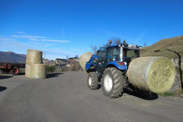 Artigue : 10 tonnes de foin à rentrer pour les éleveurs André et Bernard