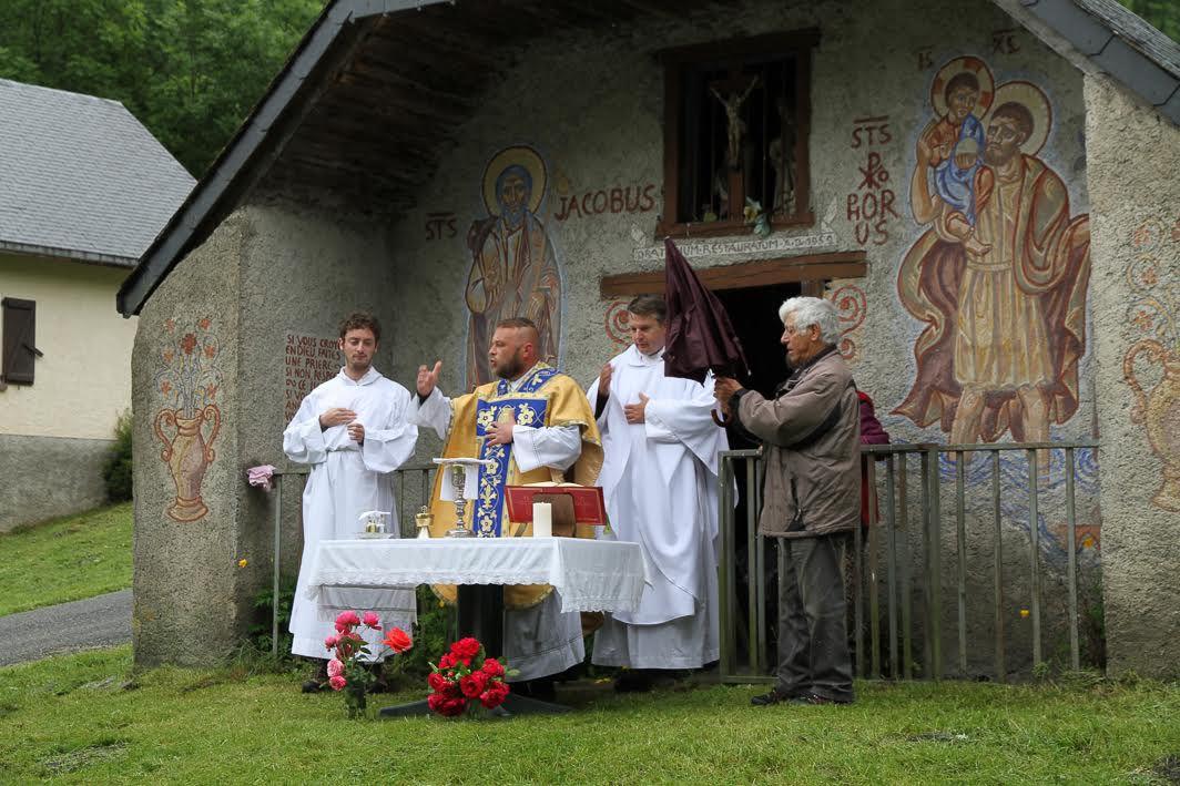 Oô : bénédiction des troupeaux par l'abbé Arnaud Richard