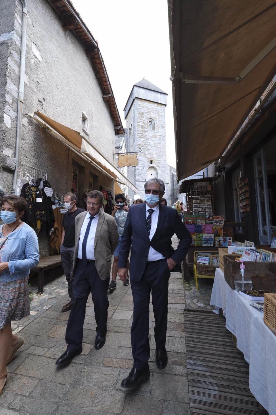Georges Méric et Patrice Rival dans les rues de Saint-Bertrand-de-Comminges (Photo : Facebook @Georges Méric)