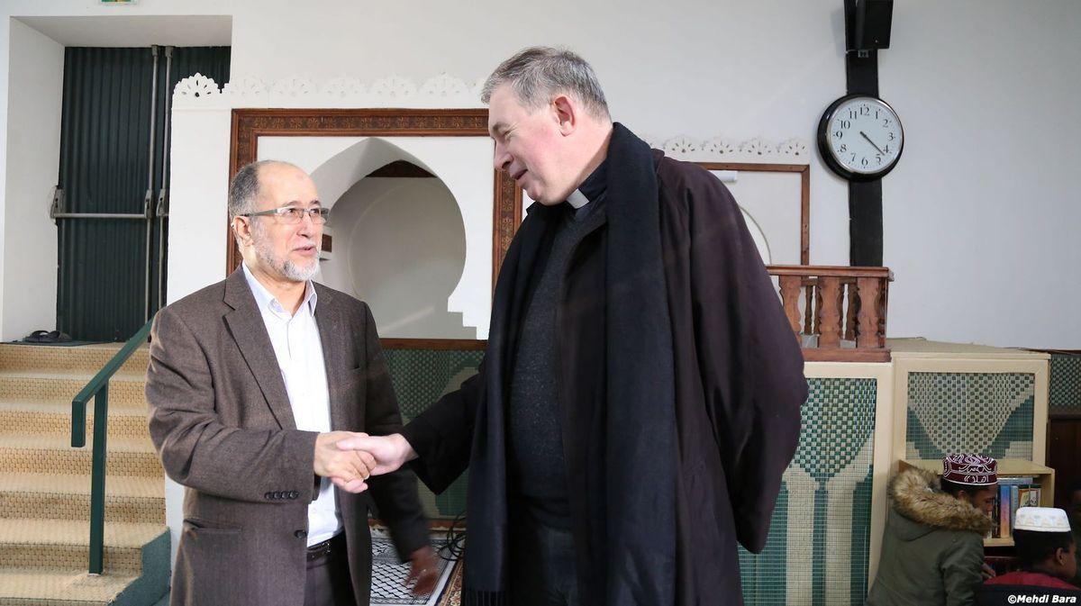 le président de la communauté musulmane de Poitiers, El Hadj AMOR Boubakar, avec Mgr Pascal WINTZER, Archevêque de Poitiers