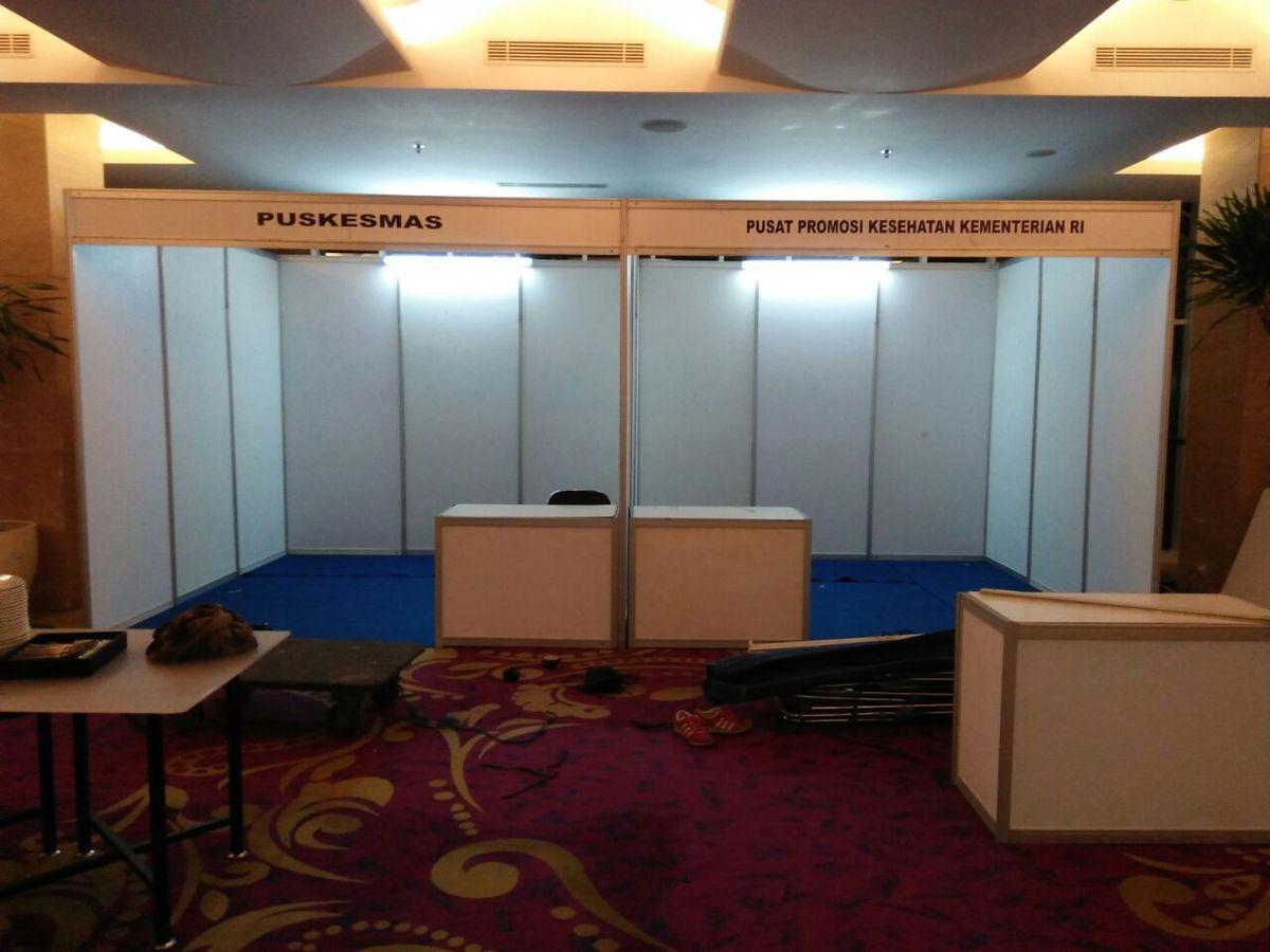 Sewa Backdrop Seminar, Sewa Booth R8