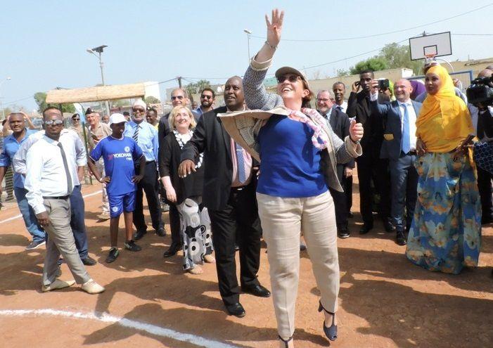 La ministre Elisabetta Trenta ayant ratée son panier...