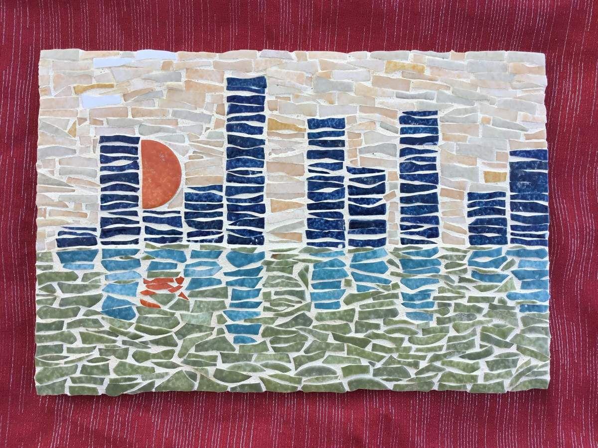 20cmx30cm. Mosaique d'emaux de Briare. Coucher de soleil sur les grattes ciel et le port..