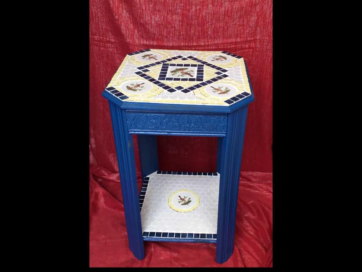 H 72/45x45cm. Meuble de chambre recouvert de mosaïque picassiette ( vaisselle ancienne en faïence) et émaux de Briare.