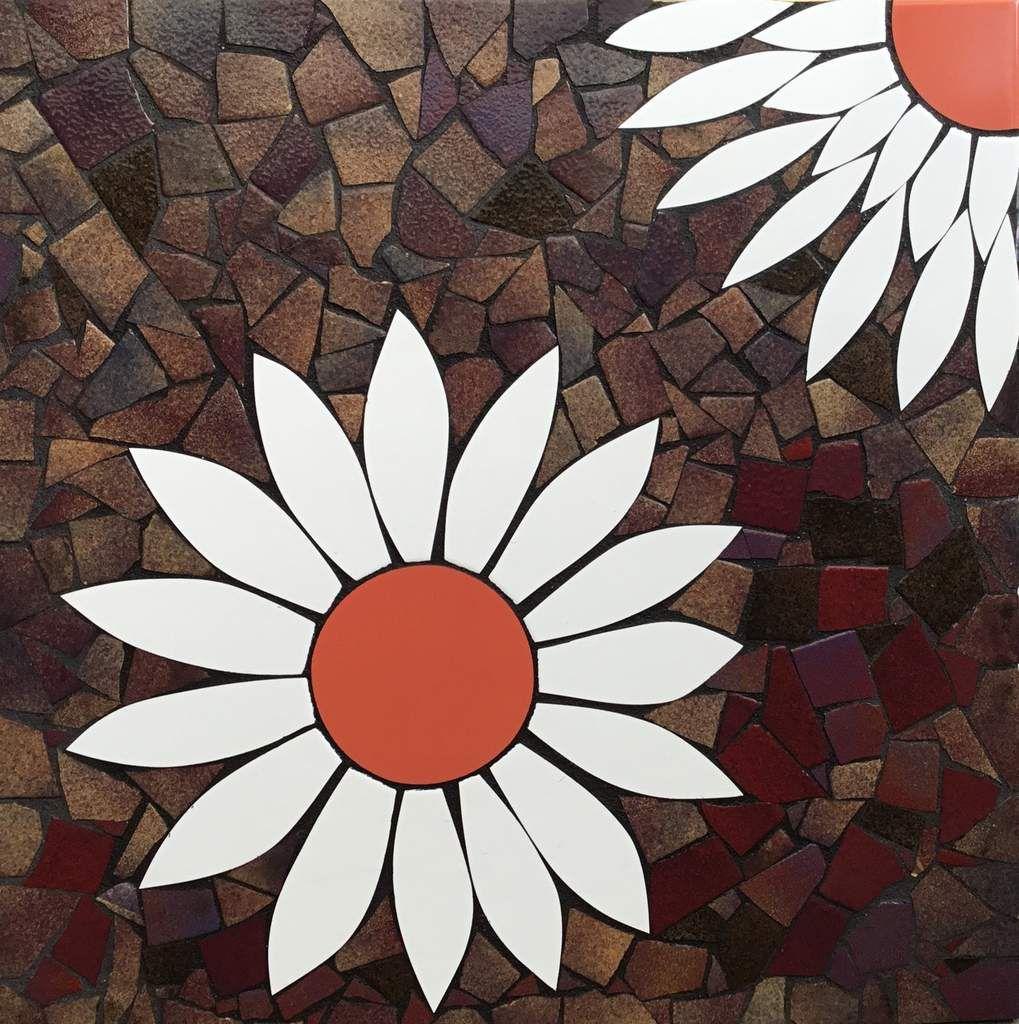 Tableau mosaïque. Marguerite en faïence moderne et décor en émaux de Briare. 60x60 cm. Adaptable en plateau de table.