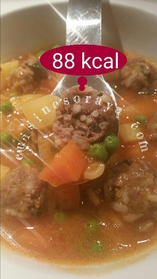 Mini kofta en sauce et aux légumes.
