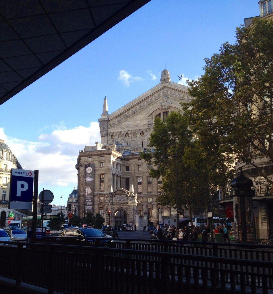Le Boulevard Haussman à Paris-  ONLAVU