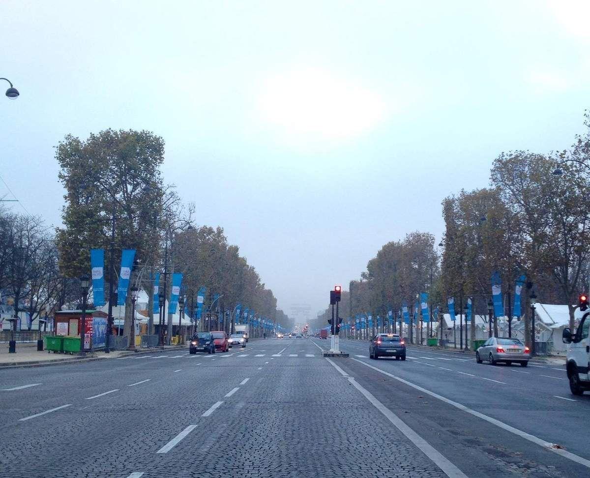 Avenue des Champs Elysées Paris - ONLAVU